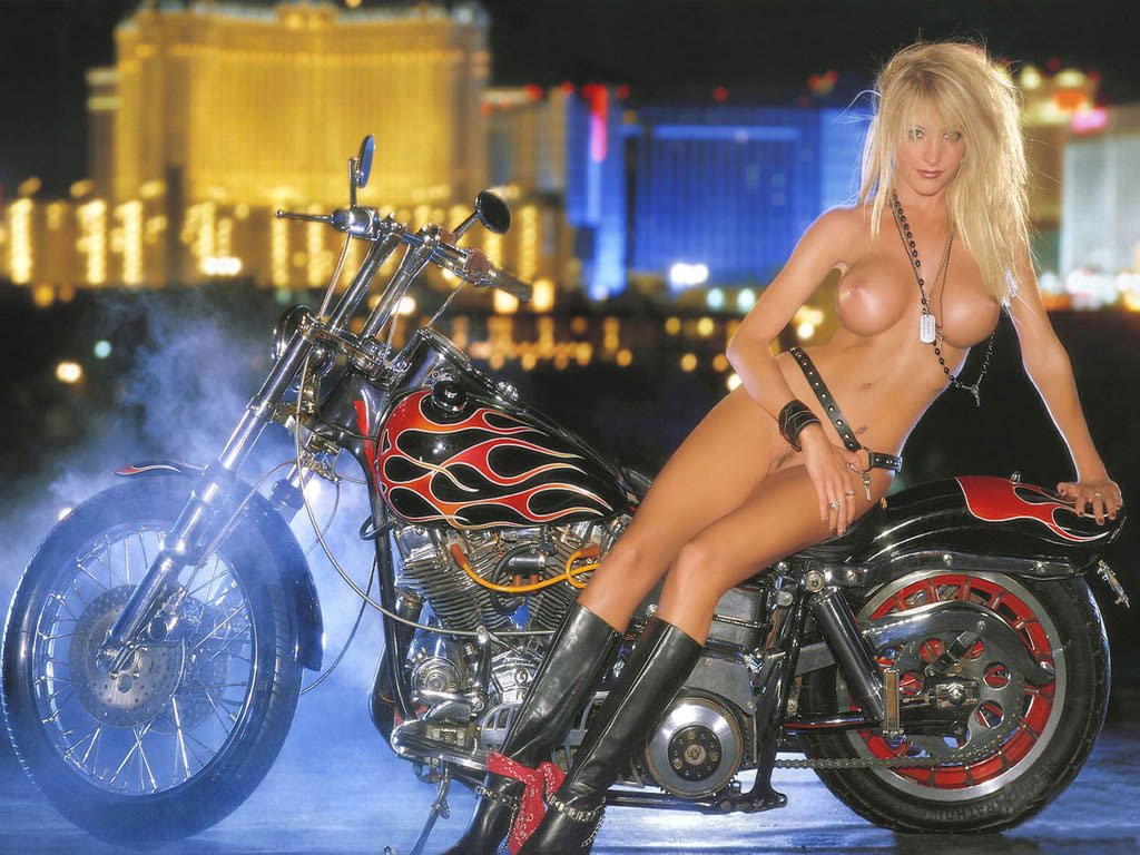 брюнетка смотреть видео стриптиз возле мотоциклов зависимости ваших